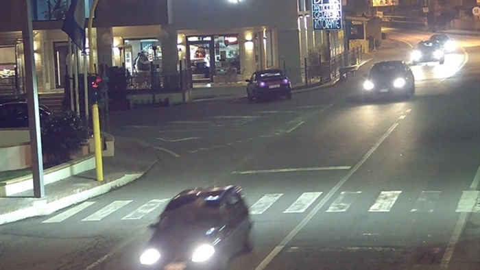 Follia sulla strada statale 106 a Strongoli.