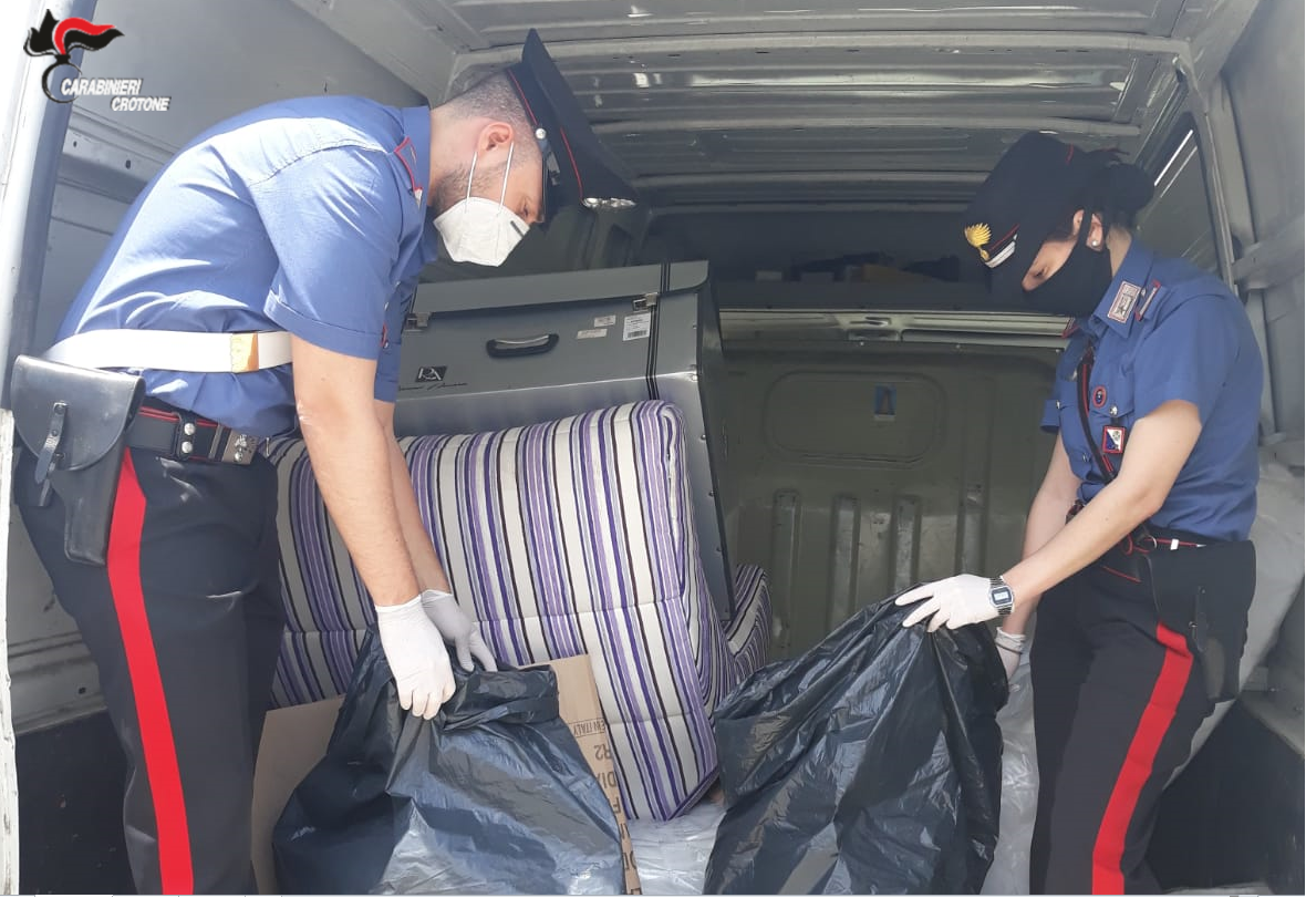 Arrestato 53enne, trasportava 7 kg di marijuana